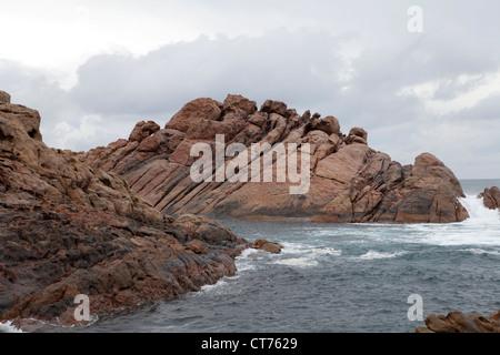 Vista sul mare da Canal rocce vicino Yallingup, Western Australia. Foto Stock
