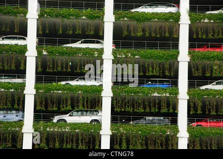 Multipiano per parcheggio auto garage, Bandar Seri Begawan, Brunei, sud-est asiatico Foto Stock