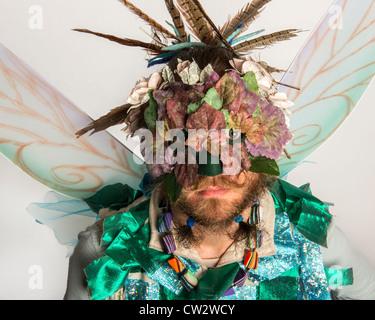 Partecipante mascherato nel Jack nel Festival Verdi. Hastings. East Sussex. In Inghilterra. Regno Unito Foto Stock