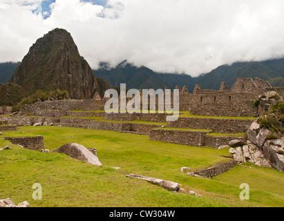 Machu Picchu, vista di vecchi edifici in rovina della città, Perù, Sud America Foto Stock