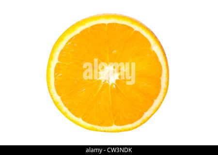 Fetta di arancia isolato su bianco Foto Stock