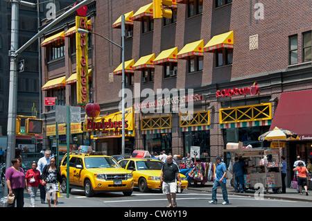 Aplebees New York 7 th Avenue vicino a Times Square di New York City Manhattan Foto Stock