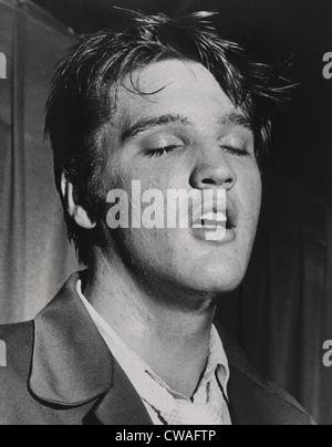 Elvis Presley (1935-1977), in un premio-prestazioni vincenti ritratto da Bob Moreland del San Pietroburgo volte. Foto Stock