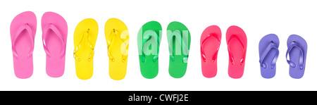 Una selezione e un assortimento di gomma infradito in diversi colori. Foto Stock