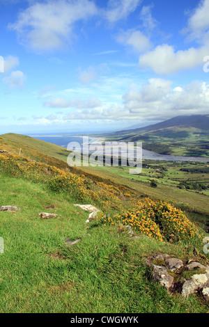La vista dal Monte Brandon, penisola di Dingle, Co. Kerry, Irlanda Foto Stock