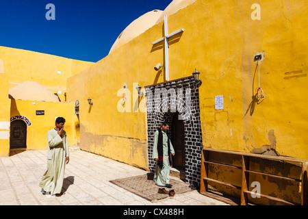 Deir al Shouhada copta monastero cristiano dei martiri in Al Kausar città, Sohag, Egitto Foto Stock