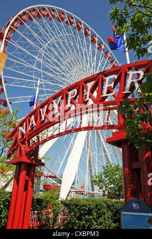 Il Navy Pier Park con ruota panoramica Ferris di Chicago, Illinois, Stati Uniti d'America Foto Stock