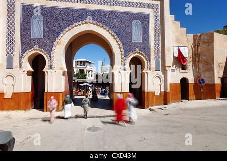 Ingresso alla Medina, Souq, Bab Boujeloud (Bab Bou Jeloud) (Blue Gate), Fez, in Marocco, Africa Settentrionale, Foto Stock