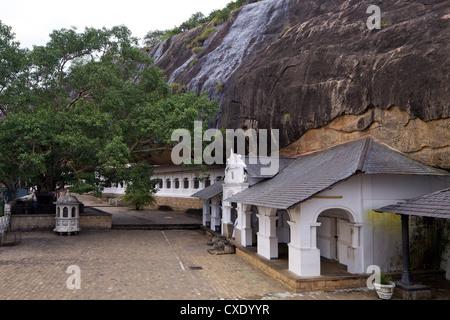 Esterno del Tempio nella Grotta, Dambulla, Sri Lanka, Asia Foto Stock