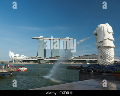 Il Marina Bay Sands Hotel vista dal Parco Merlion, Singapore, Asia Foto Stock