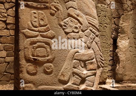 Scultura in pietra di danzante in monte alban museum, oaxaca, Messico Foto Stock