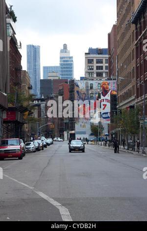 NEW YORK, NY - 31 ottobre 2012: Strade nella zona di blackout in Lower Manhattan giacciono stranamente deserte in New York, NY, il 31 ottobre 2012. Foto Stock