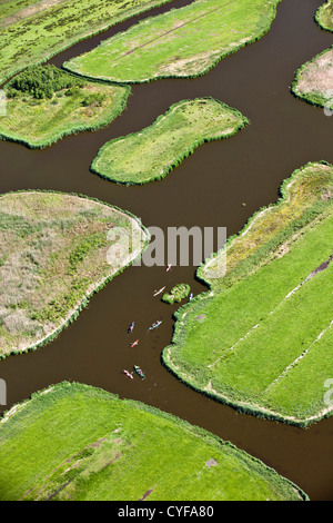 I Paesi Bassi, Jisp, antenna, paesaggio di polder. Canoe. Foto Stock