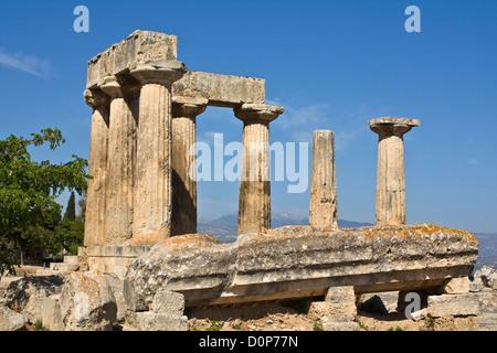 Antica Corinto, Tempio di Apollo, Peloponneso, Grecia Foto Stock