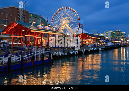 Ruota panoramica Ferris e il Navy Pier, Chicago, Illinois USA Foto Stock