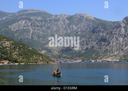 La Baia di Kotor, Sito Patrimonio Mondiale dell'UNESCO, Montenegro, Europa Foto Stock