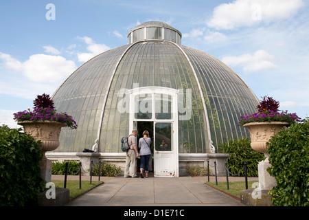 La Casa delle Palme Dome, Royal Botanic Gardens, Sito Patrimonio Mondiale dell'UNESCO, Kew, vicino a Richmond, Surrey, England, Regno Unito, Europa