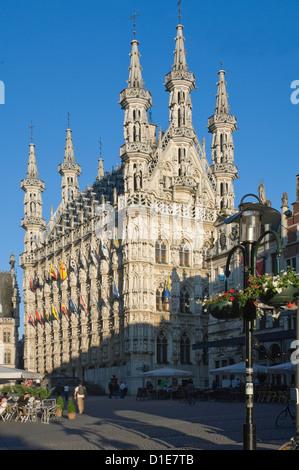 Il XV secolo tardo municipio gotico di Grote Markt, Lovanio, Belgio, Europa Foto Stock