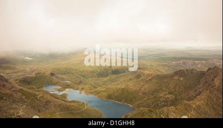 Vista del Llyn Llydaw dal picco di Snowdon, Parco Nazionale di Snowdonia, Gwynedd, Wales, Regno Unito, Europa Foto Stock