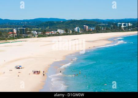 Scuola di surf sulla spiaggia di Coolangatta, Gold Coast, Queensland, Australia Pacific Foto Stock