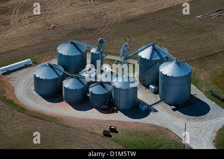 Fotografia aerea grano deposito bidoni Iowa Foto Stock
