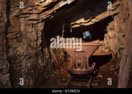 Abbandonato il carrello in miniera incompiuto tunnel, Tedesco War Tunnels, Jersey, Isole del Canale, REGNO UNITO Foto Stock