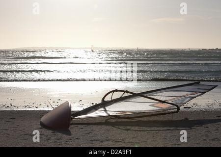 Andare in barca a vela scheda sulla spiaggia