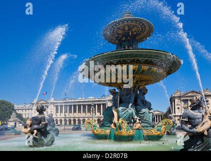 Fontane in Place de la Concorde, Paris, Francia, Europa Foto Stock