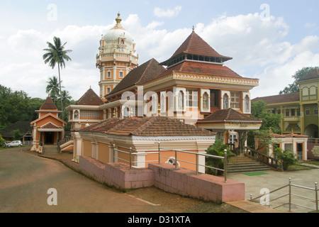 Shri Devi Shantadurga tempio, 33 km da Panaji al foothill del villaggio Kavalem in Ponda Taluka, Goa, India