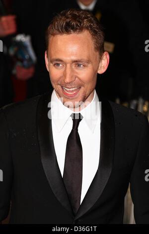 Londra, UK, 10 Febbraio 2013: Tom Hiddleston arriva per l'EE British Academy Film Awards - Red Carpet arrivi presso la Royal Opera House.