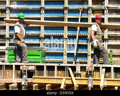 La foto mostra la costruzione dei lavoratori in un cantiere di Stoccarda, Germania, 11 maggio 2006. Foto: Juergen Foto Stock