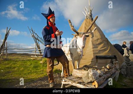 Laplander e tenda a Capo Nord Foto Stock