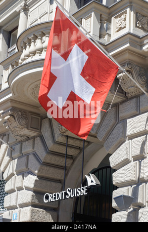 Paradeplatz, UBS e Credit Suisse, bandiere svizzera,1. Agosto, nazionale vacanza, Svizzera, Zurigo, Foto Stock