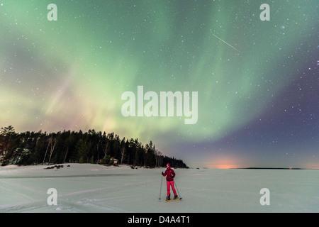 Aurora Boreale (Northern Light) sul mare ghiacciato vicino a Lulea Lapponia Svezia Scandinavia Foto Stock