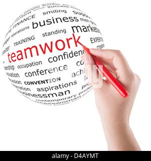 Scrivere a mano il lavoro di squadra parola su un globo Foto Stock
