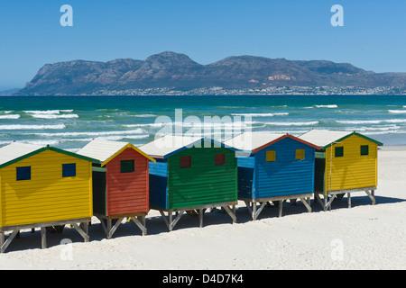 Pittoresca spiaggia di capanne, Muizenberg, Western Cape, Sud Africa e Africa Foto Stock