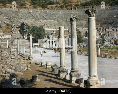 Il grande teatro di antiche Efeso, una delle più importanti città dell'Asia Minore in tempi antichi, catturato in Foto Stock