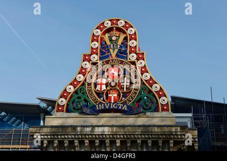 Dettagli architettonici su Blackfriars Railway Bridge London REGNO UNITO Foto Stock