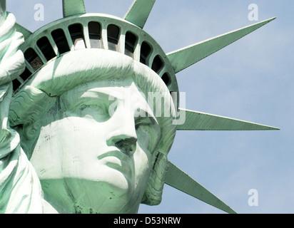 La Statua della Libertà, la libertà è illuminante il mondo, la Statua della Libertà colossale scultura neoclassica Foto Stock