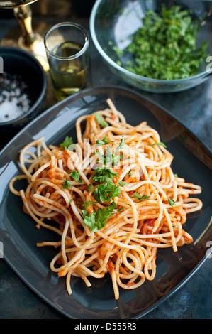 Piatto di pasta con erbe aromatiche Foto Stock