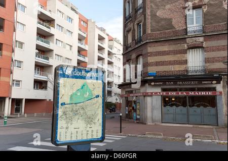 Angolo di strada nel sobborgo parigino di La Courneuve