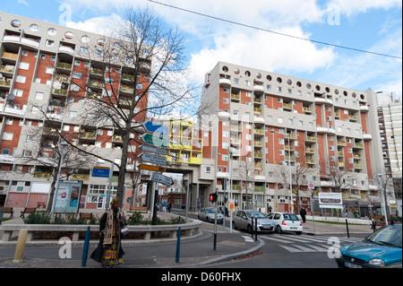 I blocchi di appartamenti nel sobborgo parigino di La Courneuve