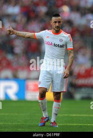 Il Bayern Monaco Diego è contento dei gesti per i suoi compagni di squadra sul passo durante la Bundesliga soccer Foto Stock
