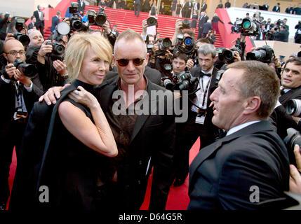 """Il cantante Sting e sua moglie Trudie Styler arrivare alla premiere di 'Mud"""" durante il sessantacinquesimo Cannes Film Festival presso il Palais des Festivals a Cannes, Francia, il 26 maggio 2012. Foto: Hubert Boesl"""