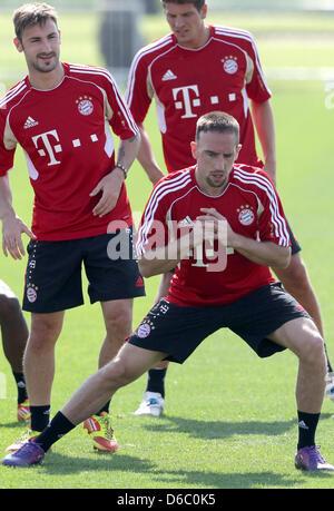Del Bayern Monaco Franck Ribery (anteriore) e i suoi compagni di squadra Diego Contento (L) e Mario Gomez (retro) Foto Stock