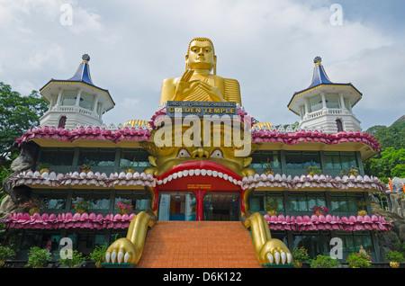 Tempio d'oro e il Tempio Dorato museo buddista, Sito Patrimonio Mondiale dell'UNESCO, Dambulla, Nord provincia centrale, Foto Stock