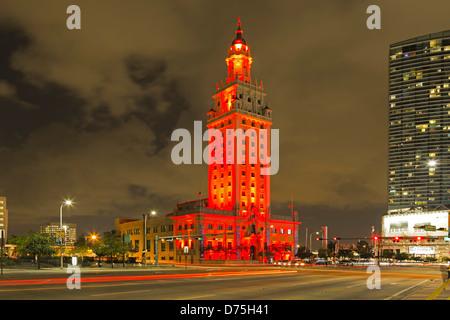 Torre di libertà e striature chiare, Miami, Florida USA