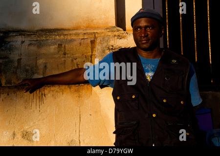 Ritratto di uomo afro-cubane, Trinidad, Sancti Spíritus provincia, Cuba. © Kraig Lieb Foto Stock