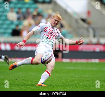 Londra, Regno Unito. 11 maggio 2013. Giovanni freno in azione per Inghilterra contro Fiji durante il Marriott London Foto Stock