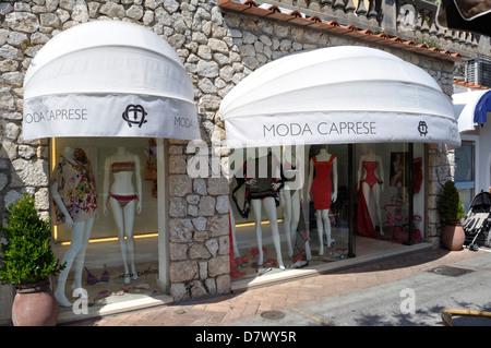 Moda caprese, un signore' fashion shop in Capri sulla isola di Capri. Foto Stock